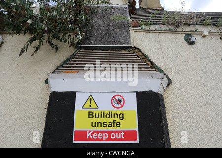 Unsafe building warning sign - Stock Photo