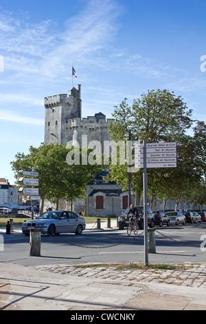 Tower Tour Saint-Nicolas and steet in the old harbour of La Rochelle, Ile de Ré / Isle of Rhé, Charente-Maritime. - Stock Photo
