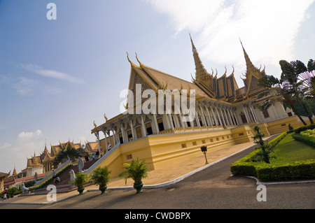 Horizontal view of the Throne Hall, Preah Thineang Dheva Vinnichay, at the Royal Palace in Phnom Penh. - Stock Photo