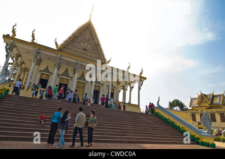 Horizontal view of the Throne Hall, Preah Thineang Dheva Vinnichay, at the Royal Palace in Phnom Penh, Cambodia - Stock Photo