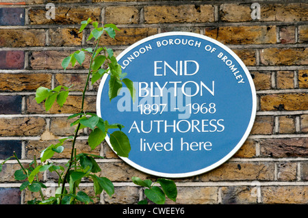 A blue plaque on the house in Shortlands, Kent, that was occupied by the children's writer Enid Blyton in the 1920s. - Stock Photo