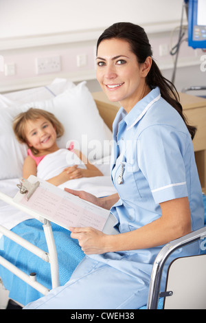 Nurse with child patient in UK Accident and Emergency - Stock Photo