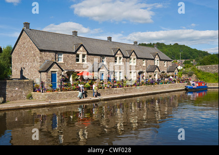 Picturesque canalside cottages at Brecon, Powys, South Wales, Cymru, UK - Stock Photo
