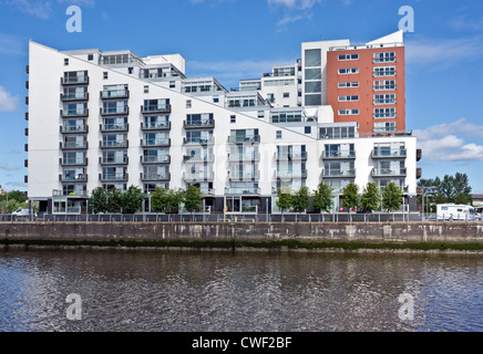 East end of Glasgow Harbour Terraces housing on the River Clyde at Partick in Glasgow Scotland - Stock Photo