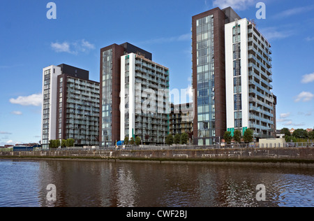 West end of Glasgow Harbour Terraces housing on the River Clyde at Partick in Glasgow Scotland - Stock Photo
