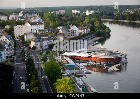 On the right bank of the Allier Lake, an aerial view of the 'la Rotonde' restaurant and of the marina (Vichy Auvergne - Stock Photo