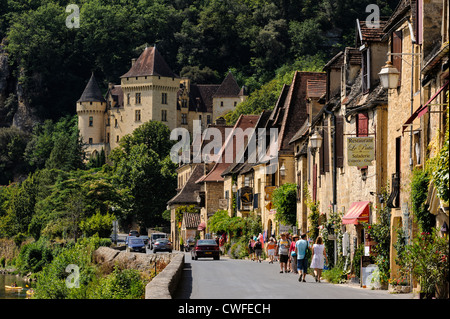 La Roque-Gageac, Dordogne, Aquitaine, France. The main street and the 19th century Château de la Malartrie - Stock Photo