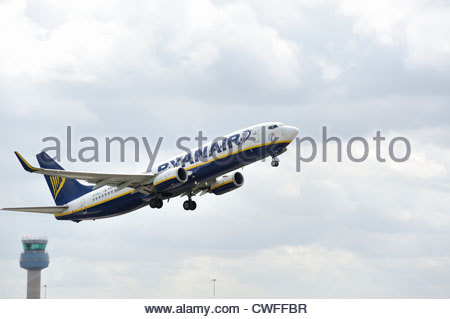 Air traffic control tower at East Midlands Airport Stock Photo ...