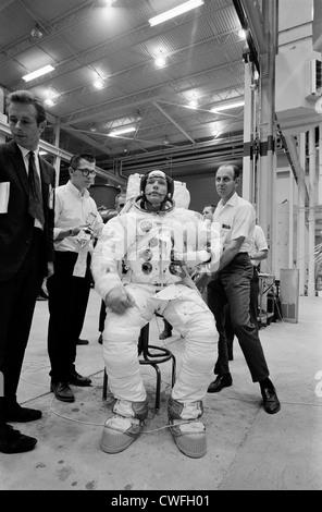 NASA Apollo 11 astronaut Neil Armstrong foot print on moon ...