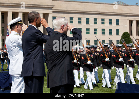 President Barack Obama, Secretary of Defense Robert M. Gates, and Chairman of the Joint Chiefs of Staff Admiral - Stock Photo