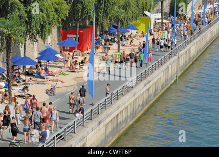 Paris, France. Paris Plage / Paris Beach. beaches set up each summer by the banks of the Seine in the heart of the - Stock Photo