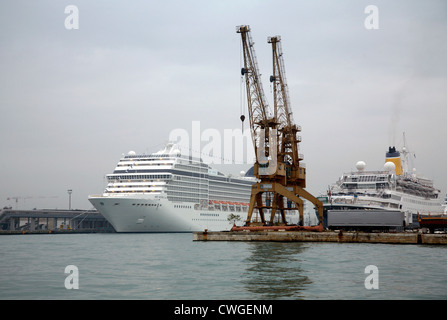 Venice cruise ship MSC MUSICA - Stock Photo