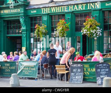 Patrons outside the White Hart Inn, one of Edinburgh's oldest hostelries. Grassmarket, Old Town. Scotland, UK - Stock Photo