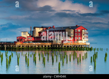 Beautiful sunrise light on the Cannery Pier Hotel at high tide on the Columbia River, Astoria, Oregon, USA - Stock Photo