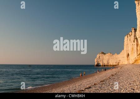 Étretat cliffs and pebble beach, Seine-Maritime, Haute-Normandie, France. - Stock Photo