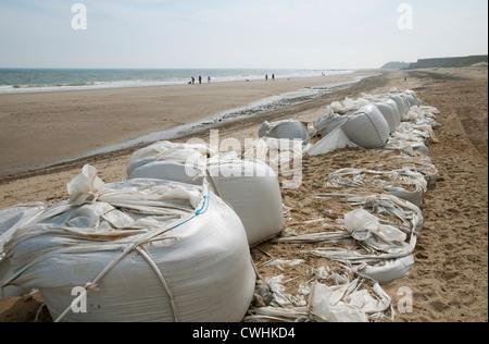 failed sea defenses at happisburgh beach, norfolk, england - Stock Photo