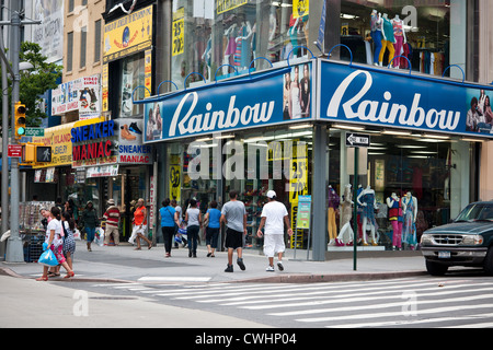 9f2f7bb78d9 ... Stores and shopping in Downtown Brooklyn in New York - Stock Photo