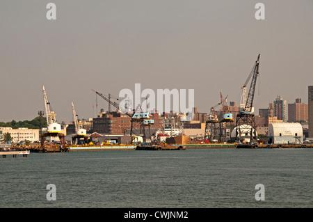 New York City Manhattan Brooklyn Navy Yard port east river - Stock Photo
