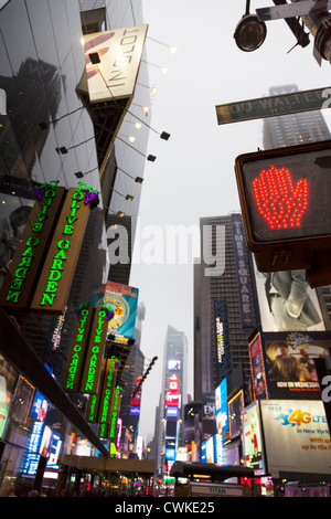 An olive garden restaurant in times square in new york is seen on stock photo 41685718 alamy Olive garden italian restaurant new york ny