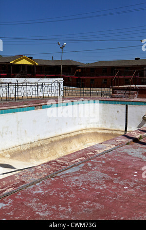 Abandoned pool at the Glancy Motel alongside Route 66 in Clinton, Oklahoma - Stock Photo
