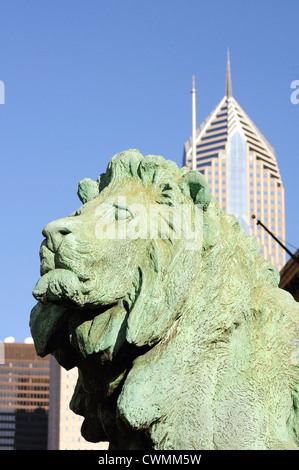 USA Illinois Chicago head of famous lion statue Michigan Avenue entrance to Chicago's Art Institute by Edward Kemeys, - Stock Photo