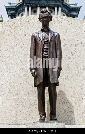Statue of Abraham Lincoln in front of the Illinois State Capitol building, Springfield, Illinois, USA - Stock Photo