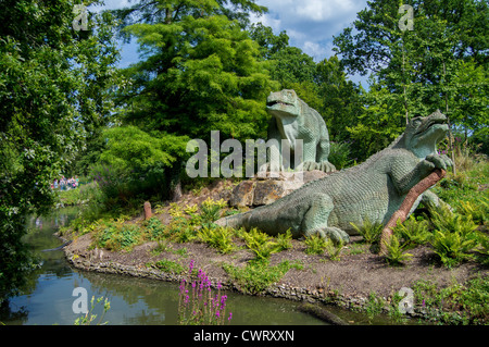 Iguanodons – Crystal Palace Park dinosaurs by sculptor Benjamin Waterhouse Hawkins - Stock Photo