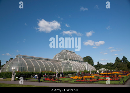 Palm House Parterre with floral display of approx 16,000 plants, Kew Royal Botanical Gardens, Richmond, Surrey, - Stock Photo