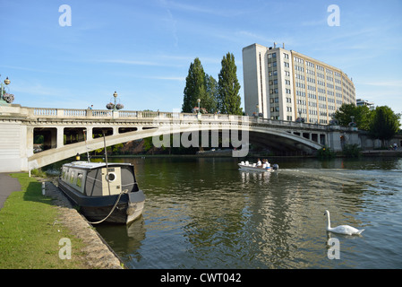 George Street Bridge on River Thames, Christchurch Meadows, Caversham, Reading, Berkshire, England, United Kingdom - Stock Photo