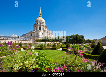 Eglise du Dome Les Invalides and formal gardens napoleons tomb Paris France EU Europe - Stock Photo