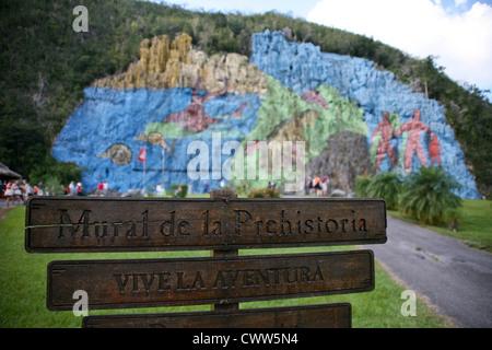 Valle de vinales valle de vieales valley pinar del rio for Mural de la prehistoria