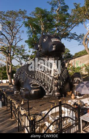 Elk201-2195v India, Karnataka, Mysore, Chamundi Hill, Nandi statue - Stock Photo