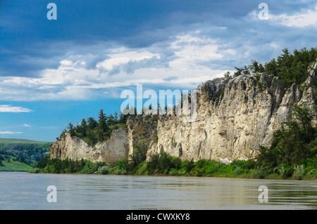White sandstone bluffs of the Upper Missouri River Breaks National Monument, Montana. - Stock Photo