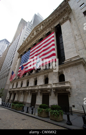 The front of the New York Stock Exchange  As seen from Broad Street - Stock Photo