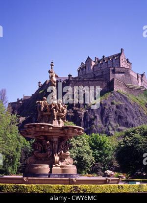 Ross Fountain in Princes Street Gardens with Edinburgh Castle, Edinburgh, Scotland, UK - Stock Photo