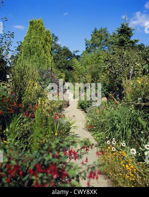 Garden path at Great Dixter, Northiam, England, UK, GB - Stock Photo