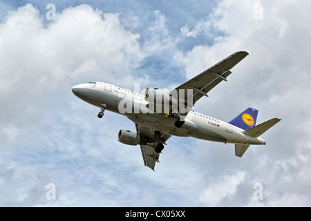 An Airbus A319 of the German airline Lufthansa on final approach - Stock Photo