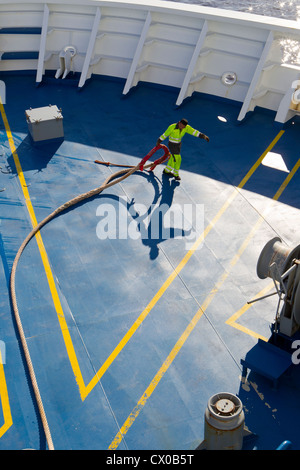 deck hand ship pulling uk mooring line rope hauser - Stock Photo
