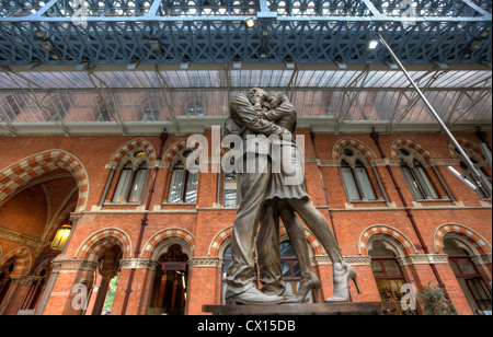Paul Day's sculpture 'The Meeting Place' at St Pancras Station in London. - Stock Photo