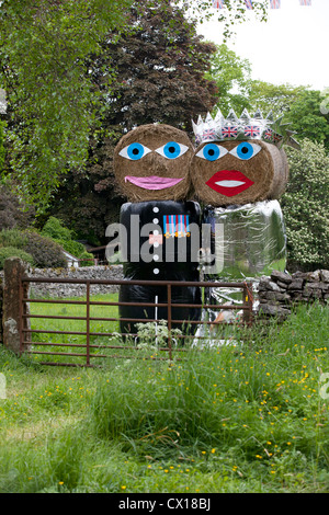 Straw bales dressed as Prince William and Kate to celebrate the royal wedding, Yorkshire, summer 2012. - Stock Photo