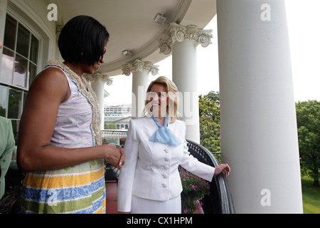 WASHINGTON, USA. JUNE 25, 2010. Wife of Russian President Dmitry Medvedev, Svetlana Medvedeva and U.S. First Lady - Stock Photo