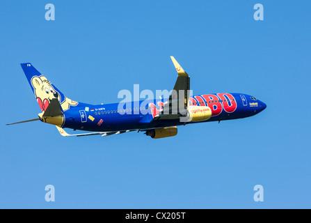 Passenger jet plane taking off form Düsseldorf International Airport. TUIfly, Boeing 737-800, - Stock Photo