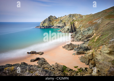 Pristine sandy beach at Elender Cove, looking towards Gammon Head, Salcombe, South Hams, Devon, England. - Stock Photo