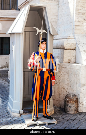 Swiss Guard on duty at a sentry box outside Saint Peter's Basilica, Vatican City, Rome, Italy. - Stock Photo