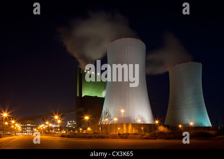 The Schkopau Power Station at night, a lignite-fuelled power plant near Korbetha, Schkopau, Saxony-Anhalt, Germany - Stock Photo