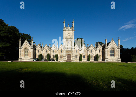 The Aberford Almshouses, situated between Leeds and York, were built by sisters Mary and Elizabeth Gascoigne in - Stock Photo