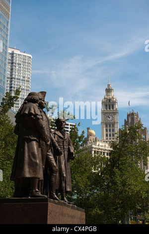 Heald Square Monument in Chicago with city skyline beyond. - Stock Photo