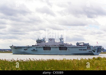 HMS Ocean, amphibious assault ship, making way down River Thames after tour of duty in Greenwich during the London - Stock Photo