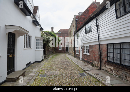 A cobbled street in Rye - showing weather boarded houses also a brick Georgian house, at the end, once lived in - Stock Photo