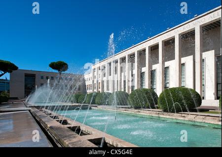 Palazzo degli uffici salone delle fontane designed by for Uffici roma eur